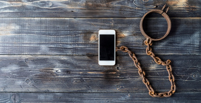 4 Easy Steps To Get Rid Of Phone Addiction_keep away from home