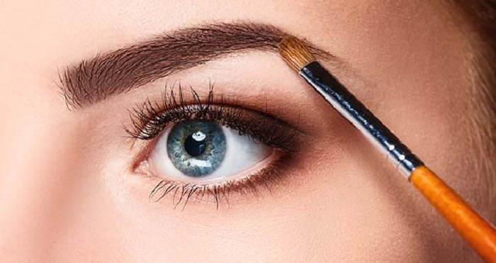 What Are The MakeUp Trends For 2020_Defined Eyebrows